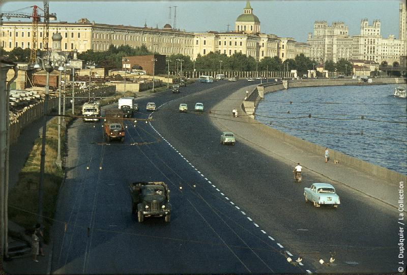 Photographie (résolution écran) : Fonds photographique Jacques Dupâquier — Voyage en URSS en 1964 — Moscou : «Moscou-Quai Moskoretskaïa»